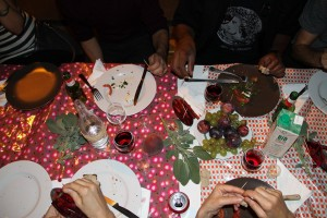 Cabaret_Courant_faible-manger-table