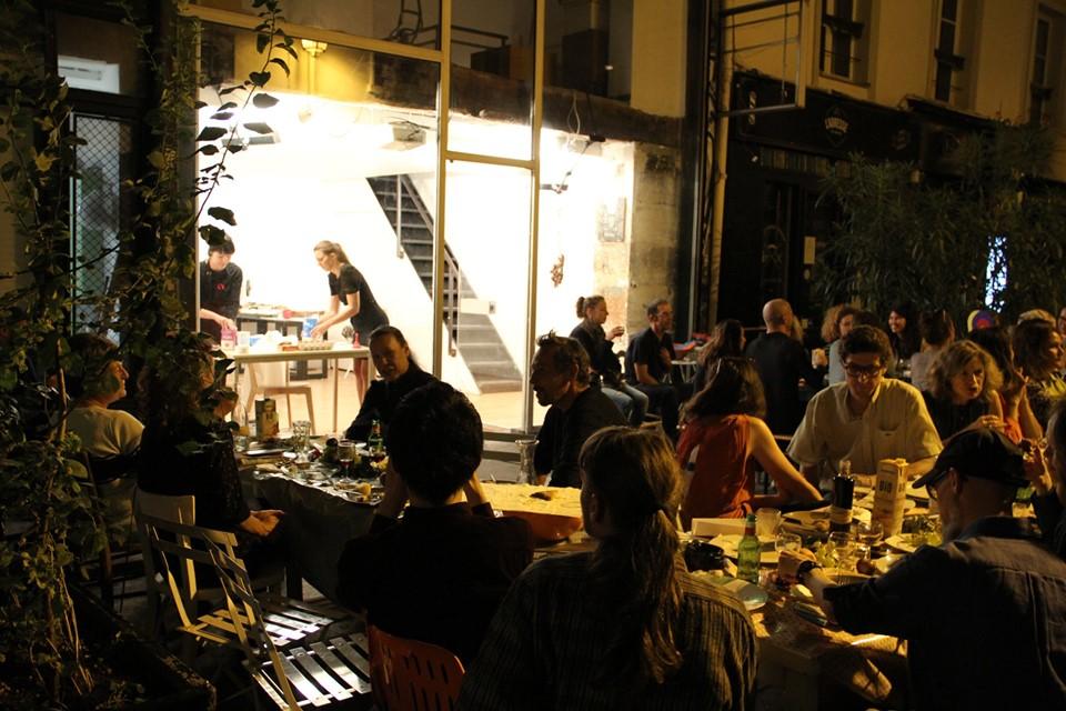 Cabaret_Courant_faible-street-grande-table-nocturne